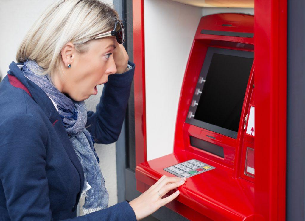Kredyt gotówkowy a pożyczka gotówkowa – wady i zalety