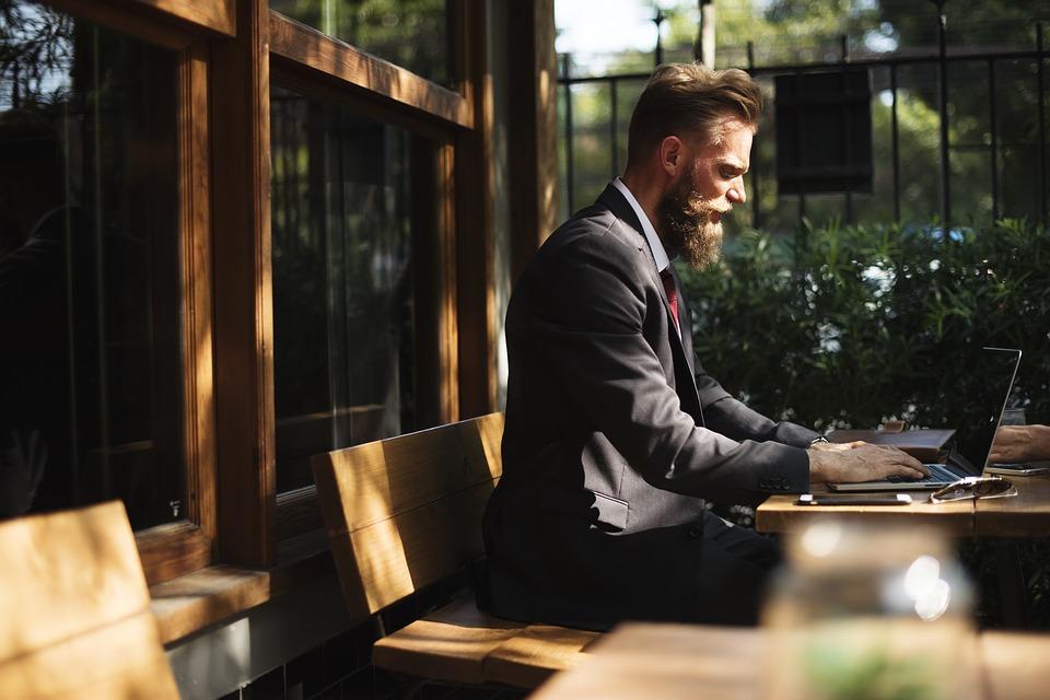 Działalność gospodarcza – konto firmowe czy prywatne
