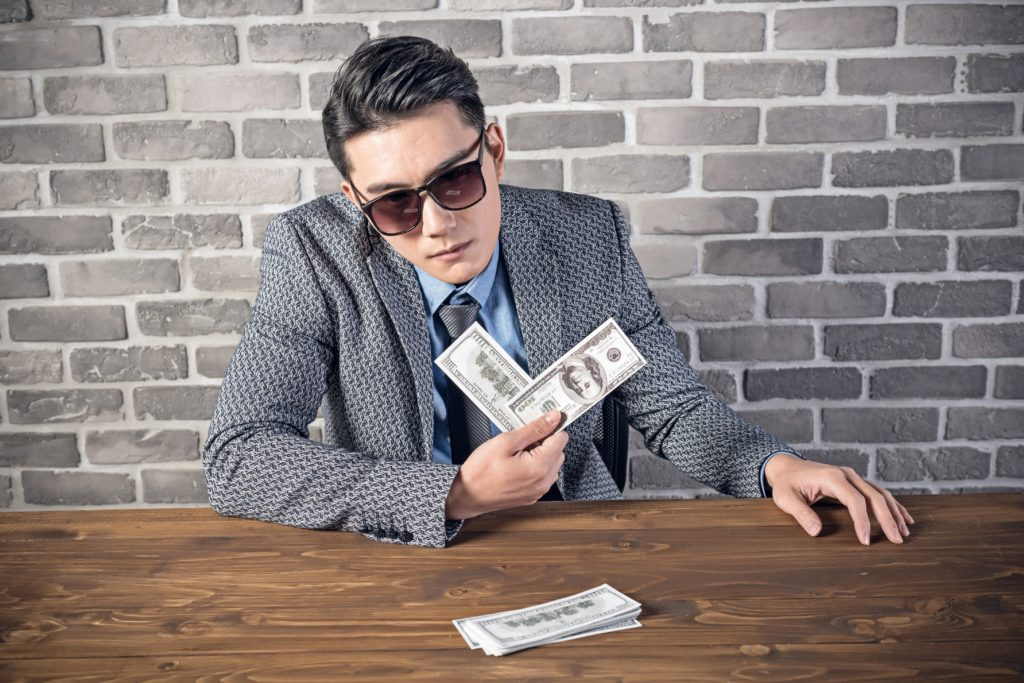 Kredyt gotówkowy – czy możesz o niego się starać mając umowę zlecenie lub o dzieło?
