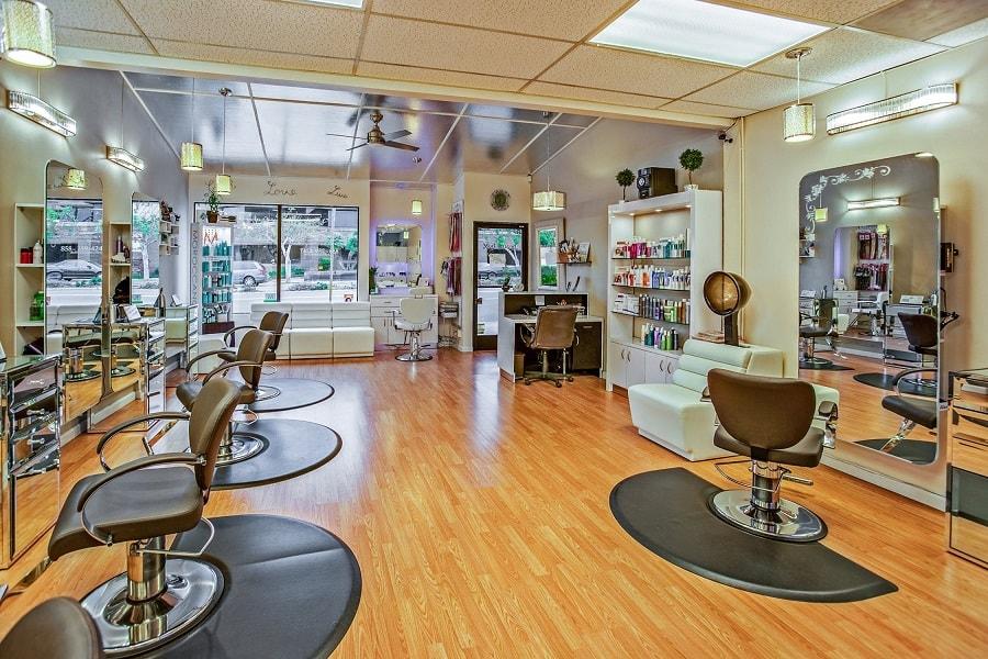 Must have w każdym salonie fryzjerskim – niezbędne dodatki, które musisz kupić